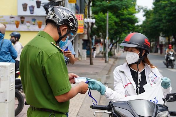 Từ 26/7, người dân TP Hồ Chí Minh không được ra đường sau 18h đến 6h sáng hôm sau