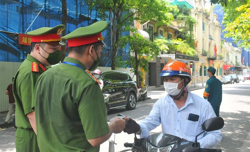 Nhân viên cơ quan, đơn vị, DN tại TP Hà Nội được tham gia giao thông trong trường hợp nào?