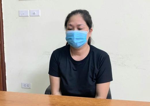 Hà Nội: Khởi tố người phụ nữ say rượu tấn công cảnh sát trực chốt kiểm soát dịch