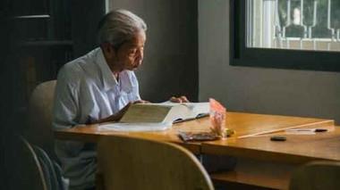 Chuyện ông cụ 77 tuổi ngồi ở thư viện Sài Gòn từ sáng đến tối mịt: Ăn cơm từ thiện, luyện học tiếng Anh