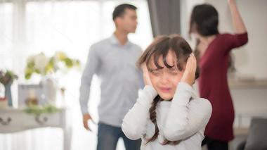Gia đình là... yêu nhau lắm, cắn nhau đau?