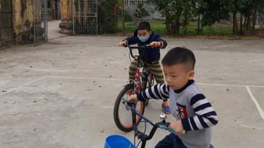 Từ vụ YouTuber Thơ Nguyễn, phụ huynh chia sẻ 'bí kíp' bảo vệ con trên không gian mạng