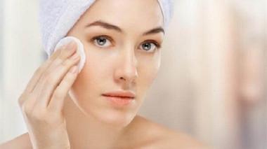 Tẩy trang cho da khô như thế nào đúng cách?
