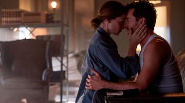 Hugh Jackman lần theo dấu vết ký ức trong phim 'Reminiscence': Mới lạ, bí ẩn không kém 'Inception' năm nào