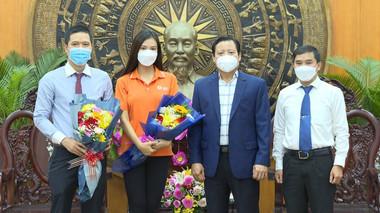 Á hậu Kim Duyên và tổ chức Hoa hậu Hoàn vũ Việt Nam ủng hộ 100 triệu đồng cho quỹ vaccine tỉnh Long An