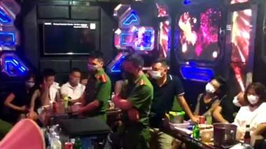 Thái Bình: Phát hiện 27 dân chơi ''bay lắc'' trong quán karaoke