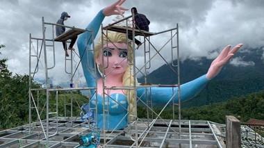 Yêu cầu tháo dỡ tượng Elsa phiên bản quái dị ở Sa Pa trước ngày 21/7