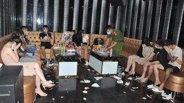 Hải Dương: Bắt gần 50 đối tượng 'phê' ma túy trong quán karaoke lúc nửa đêm