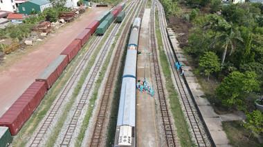 Hình ảnh đón đoàn tàu đặc biệt đưa gần 400 người dân Quảng Trị từ vùng dịch về quê