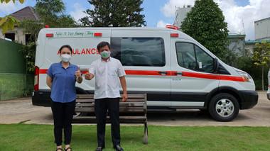 Việt Hương chính thức bàn giao xe cứu thương 2,5 tỷ cho ông Đoàn Ngọc Hải