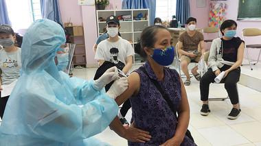 Bộ Y tế quyết định chỉ cần đo huyết áp cho 3 trường hợp khi tiêm vaccine Covid-19