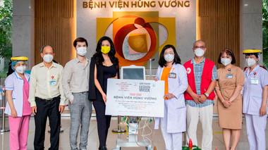 Siêu mẫu Vũ Thu Phương trao tặng máy thở cho Bệnh viện Hùng Vương