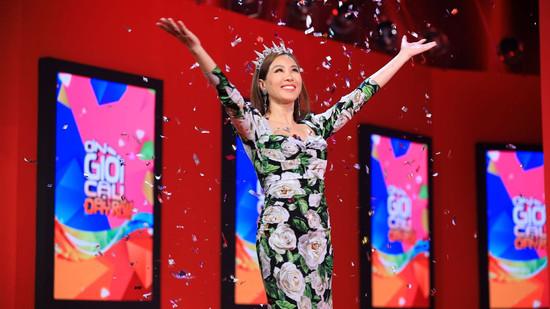 Hoa hậu Thu Hoài chinh phục thành công chiếc cúp 'Ơn giời! Cậu đây rồi'