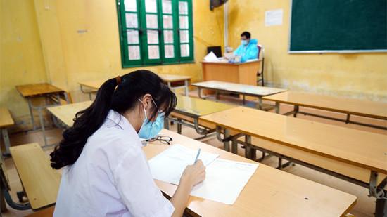Những hình ảnh ấn tượng trong buổi thi đầu tiên kỳ thi vào lớp 10 THPT tại Hà Nội