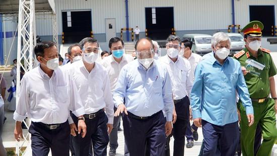 Bình Dương: Chủ tịch nước Nguyễn Xuân Phúc kiểm tra công tác phòng, chống dịch Covid-19