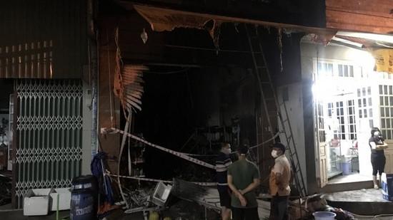 Cháy cửa hàng tạp hóa trong đêm, 5 người trong gia đình tử vong