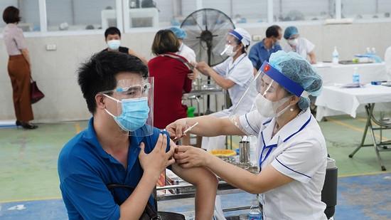 Tiêm vaccine phòng Covid-19: Hà Nội tận dụng thời gian vàng