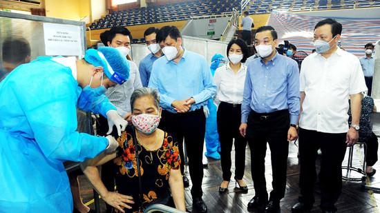 Chủ tịch UBND TP Chu Ngọc Anh: Tốc độ tiêm vaccine Covid-19 của Hà Nội đã được đẩy lên rất cao