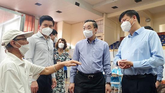 'Hai mũi giáp công tiêm vaccine và xét nghiệm Covid-19 của Hà Nội rất đúng đắn'