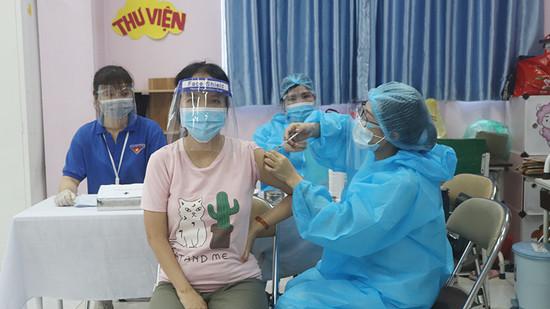 Hà Nội tiếp tục lập kỷ lục mới với hơn 573.000 mũi tiêm vaccine Covid-19 ngày 12/9