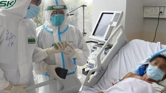 Cảm động cuộc gọi video từ bệnh nhân Covid-19 với người thân